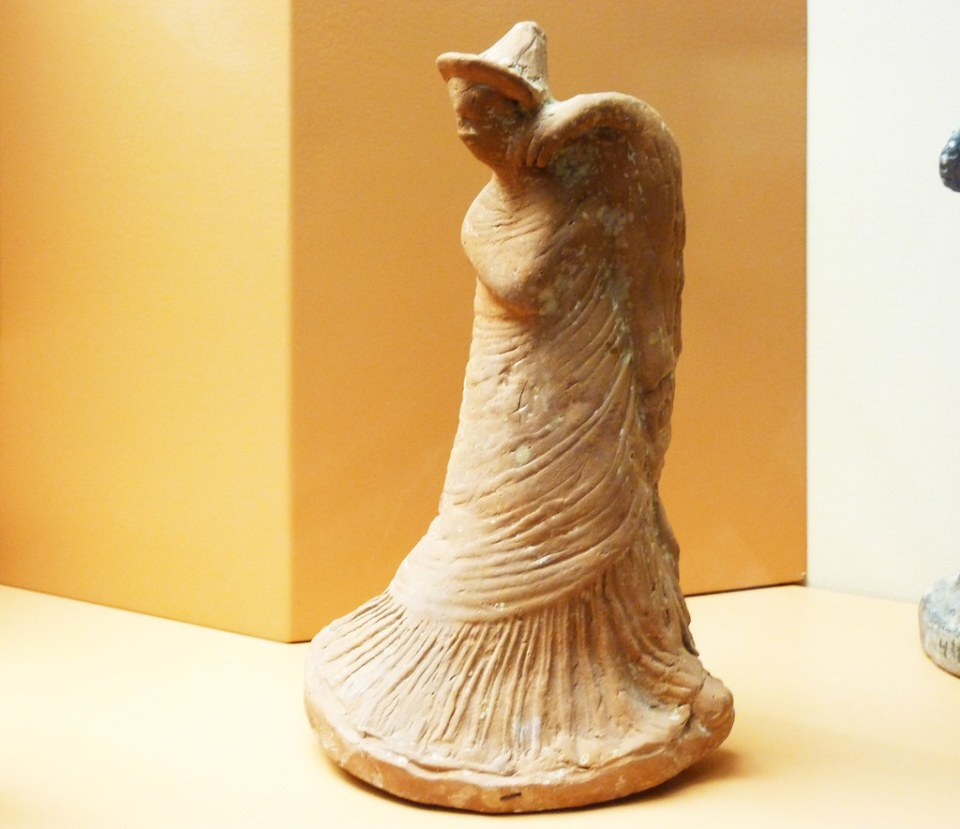 estatuilla escultura de mujer griega romana Museo arqueologico de Odessa Ucrania 01