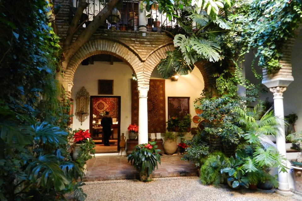 patio de Casa Andalusi Barrio de la Juderia Córdoba  02