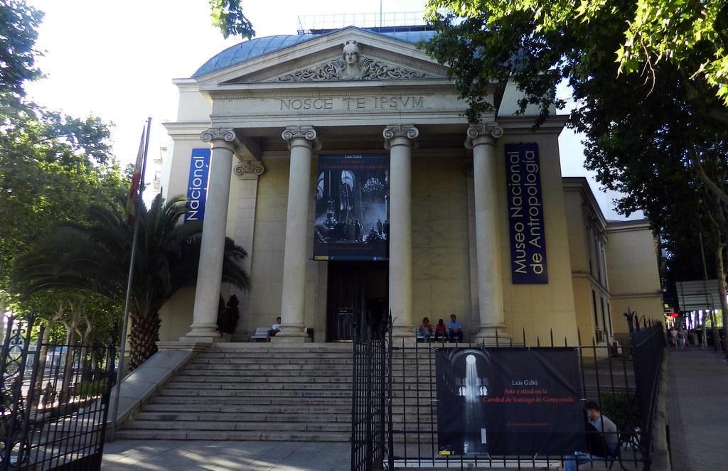 edificio portada principal entrada al Museo Nacional de Antropologia Madrid