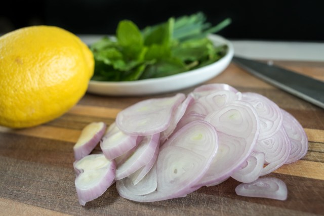 thinly sliced shallots