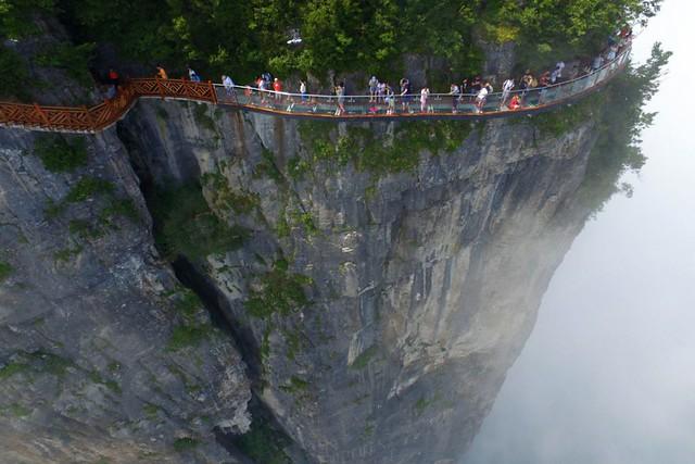 Tianmen Mountain Glass walkway 0a
