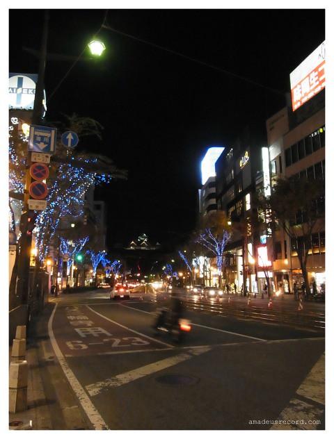 師走朔日 夜の熊本城、滑走するバイク