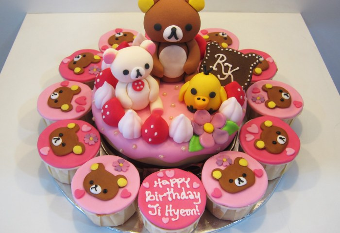 Rilakkuma Kitchen A Small Cake Surrounded By Cupcakes With Flickr