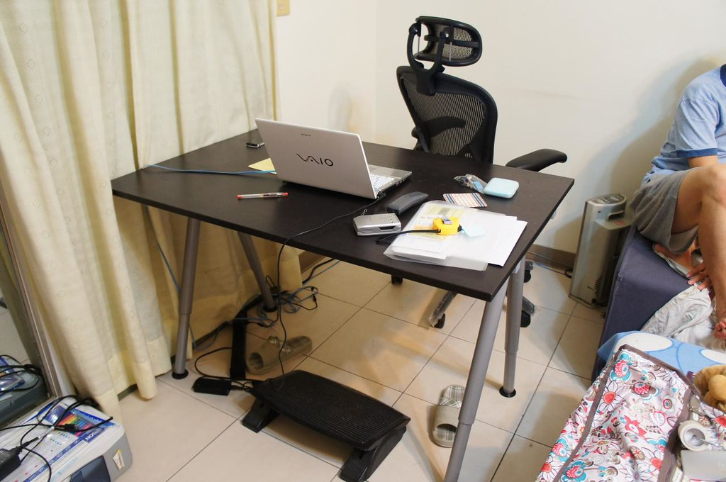 IKEA電腦桌(GALANT系列黑棕色) | 跟官網這一款比較接近http://i1.wp.com/www.ikea.com/tw/zh/c… | Flickr