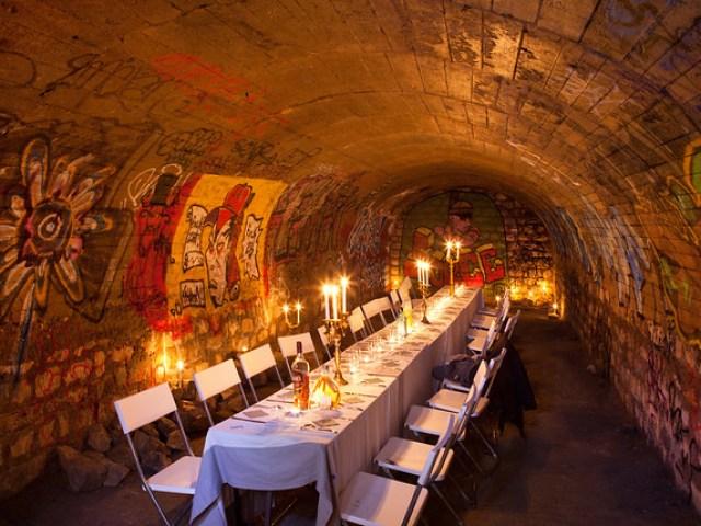 Dîner dans les catacombes par Foulques Jubert