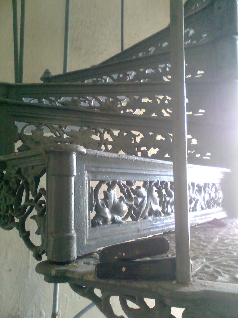 Reclaimed Cast Iron Spiral Staircase We Are Spanish Profes… Flickr   Cast Iron Spiral Staircase   Modern   Traditional   Stair Case   Kitchen   Railing
