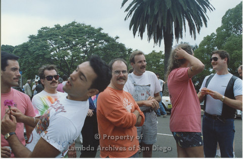 P001.059m.r.t Pride 1991: Group of men from the AIDS Foundation San Diego