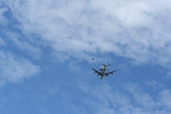shuttleandchaser Space shuttle Discovery flies over