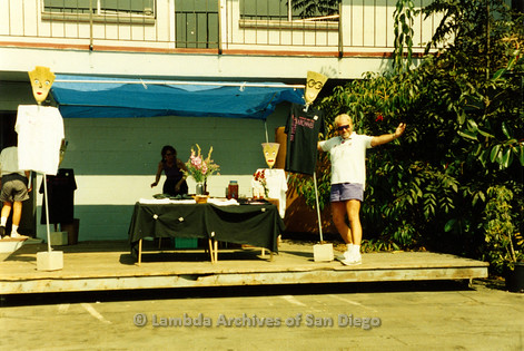 P199.008m.r.t Robinson Ave. location Open House: Kate Johnson and Jim Oberle setting up a table outdoors