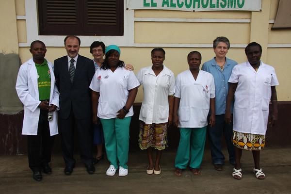 Visita de autoridad del gobierno español a un centro sanitario FRS