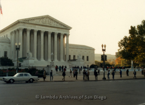 P019.293m.r.t Second March on Washington 1987: U.S. Supreme Court and police barricade