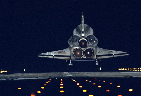 STS-72 Landing | The Space Shuttle orbiter Endeavour and ...