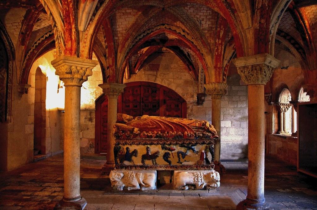 Resultado de imagen de catedral Burgo de Osma sepulcro san pedro de Osma