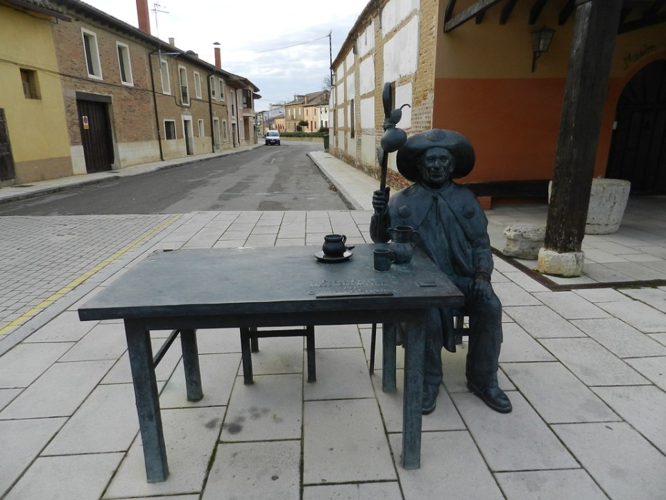 Monumento a Pablo Payo Mesonero Mayor del Camino de Santiago Villalcazar de Sirga Palencia 01