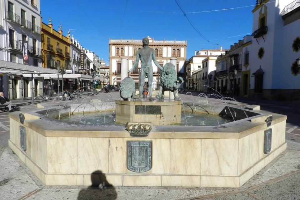 Fuente detras Circulo de Artistas Plaza del Socorro Ronda Malaga 01