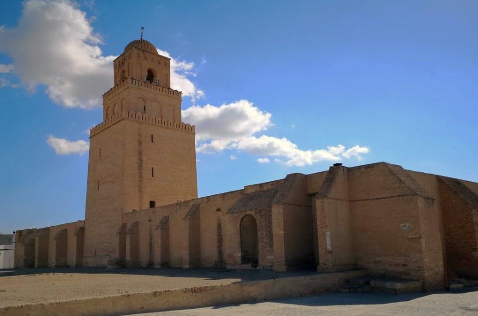 minarete fachada exterior Mezquita de Uqba ibn Nafi o Gran Mezquita Kairuán Kairouan Tunez 02