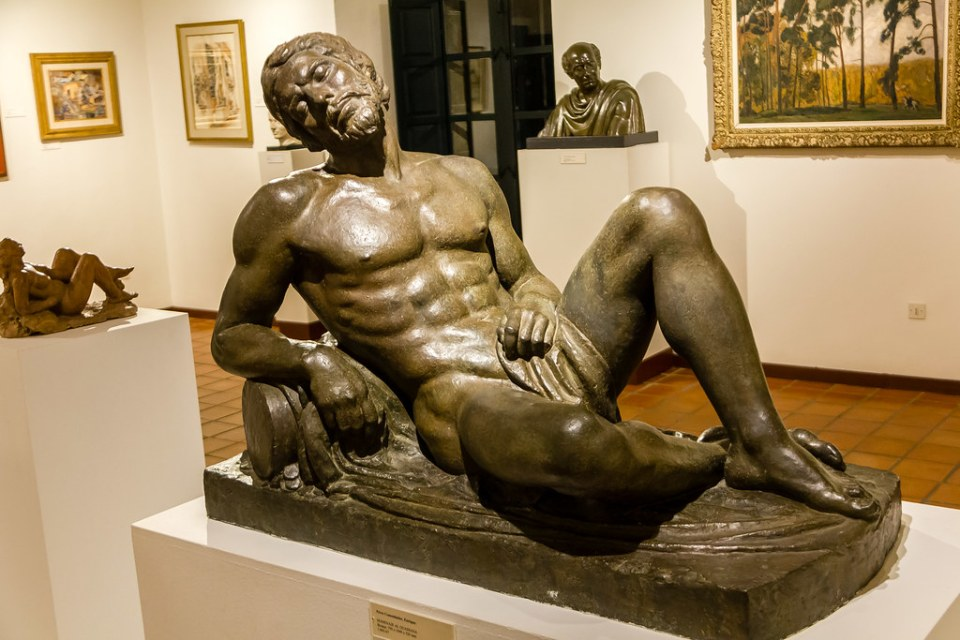 escultura Monumento al Guadiana interior Palacio de los Dávila Museo Pérez Comendador Leroux de Hervás Cáceres