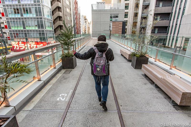 Vías cruzando el centro Shibuya Stream