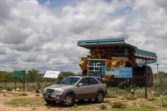 Een belangrijke bron van inkomsten voor Botswana zijn de diamanten. Me dunkt, als je zulke grote vrachtwagens nodig hebt om ze te vervoeren.