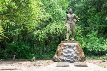 Net als aan de Zambiaanse kant staat ook hier in het verlengde van de kloof dit beeld van Sir David Livingstone.