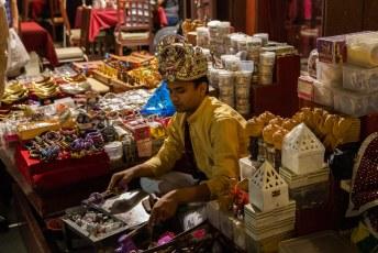 Er zijn erg veel Pakistanen en Bengalen in Qatar, iemand moet immers het werk doen.