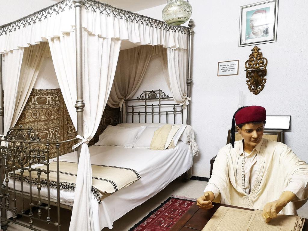 Tozeur Habitacion del poeta Abou El Kacem Chebbi Museo Dar Cherait Etnografico Tunez