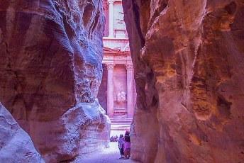 Eindelijk bereikten we de wereldberoemde façade van Petra.