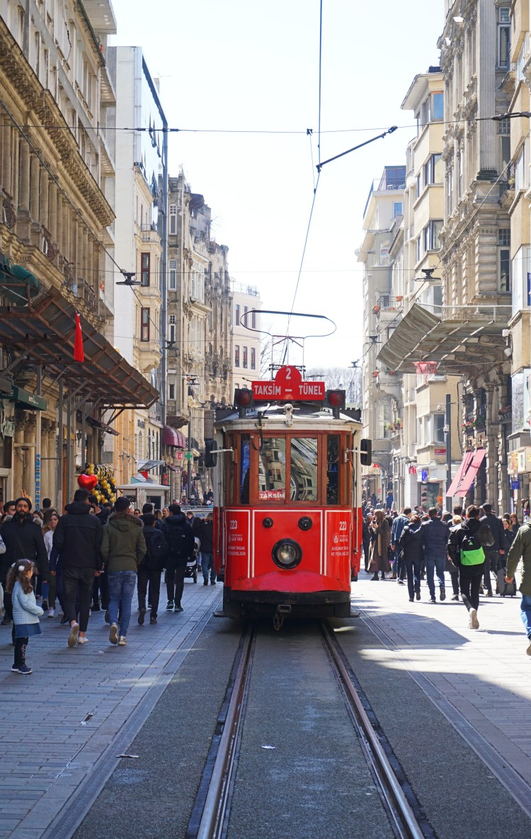 The old tram on İstiklal Caddesi