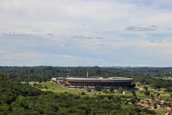 Vlakbij ligt het National Sports Stadium, capaciteit 80.000 mensen. Ooit traden de wereldsterren er op voor het Amnesty Human Rights Festival.