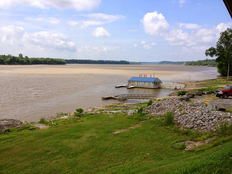E-Town floating restaurant on Ohio River