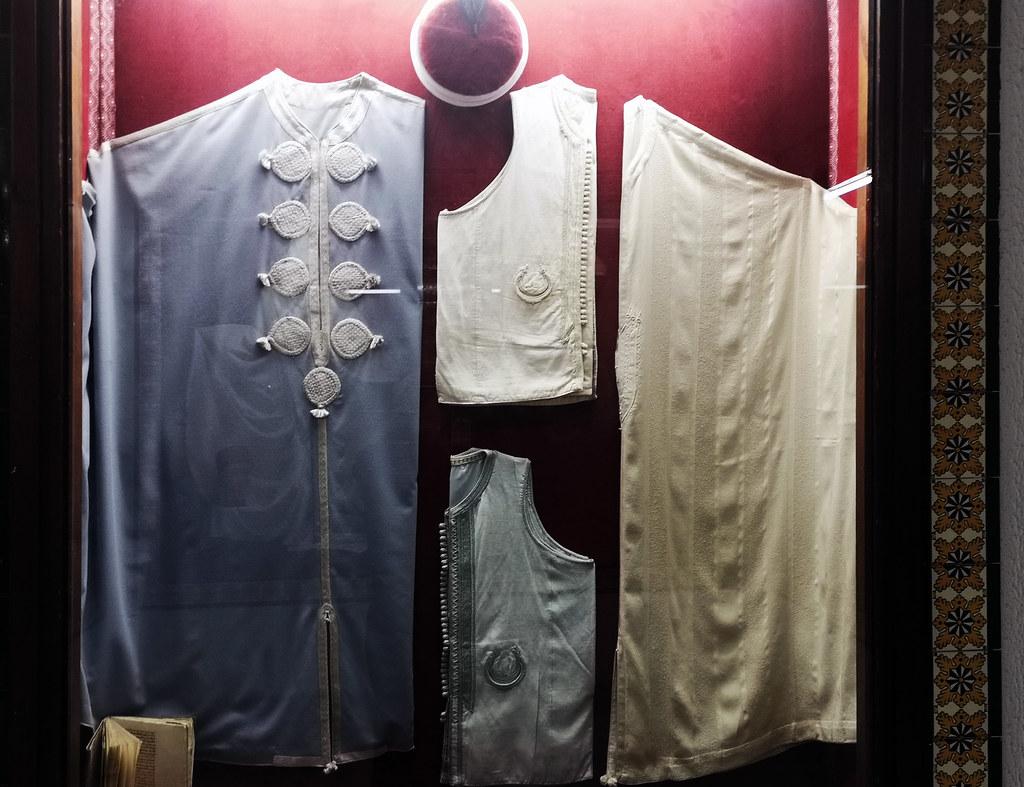 Tozeur vestimenta joyas adornos Museo Dar Cherait Etnografico Tunez 01