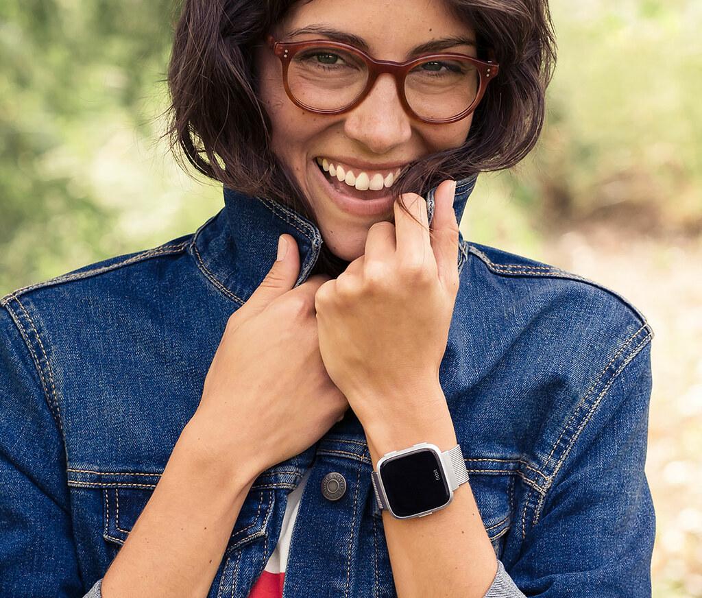 Fitbit versa-metal-mesh-silver-stainless-steel-4