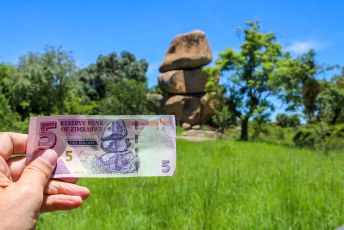 ....zodat ze de bankbiljetten kunnen aanpassen. Met ons erbij op zal de geldontwaarding een halt worden toegeroepen denk ik namelijk.