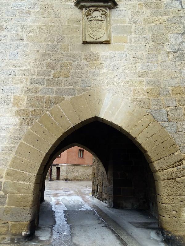 Olite Puerta o Portal de Fenero Palacio Real o Castillo Navarra 09