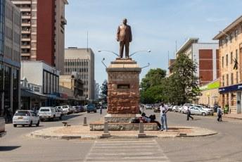 Mugabe gaf deze man, J. Nkomo de leider van ZAPU, een standbeeld in Bulawayo. Nadat hij 20.000 van Nkomo's bevolkingsgroep had laten vermoorden en hem zo dwong ZAPU te laten samensmelten met ZANU (Mugabe's partij) en hem vice-president zonder macht maakte.
