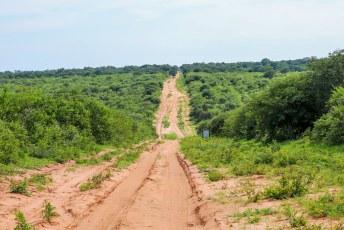 De volgende ochtend hadden we nog een kilometer of tien zandweg voor de wielen.