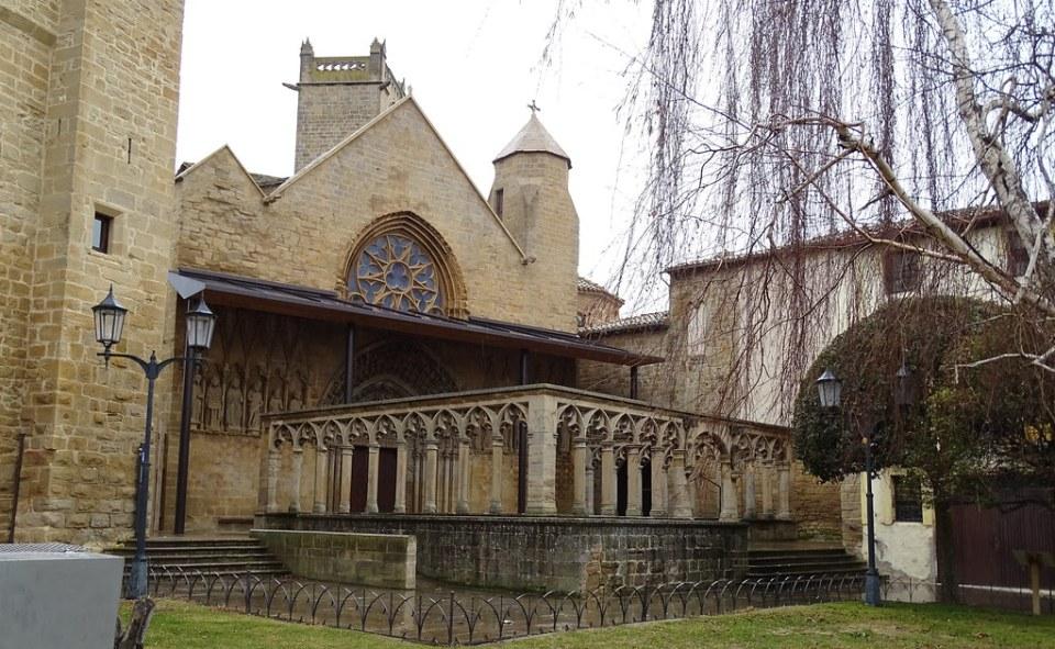Olite Iglesia de Santa Maria La Real fachada exterior Navarra 07