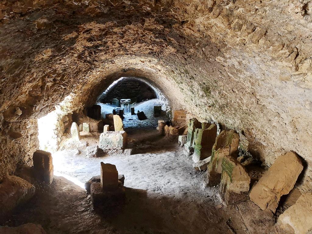 cueva tumba estelas de Necropolis Santuario Punico Tofet de Cartago o de Salambó Tunez