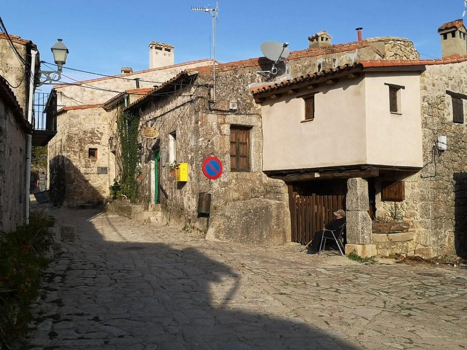 casas y calles de Trevejo Sierra de Gata Caceres 03