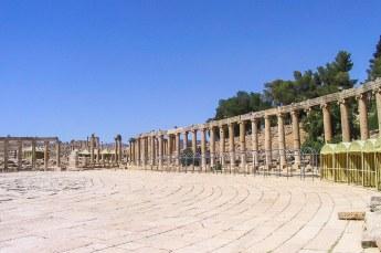 We reden door naar Jerash, dit ovale plein is het forum.