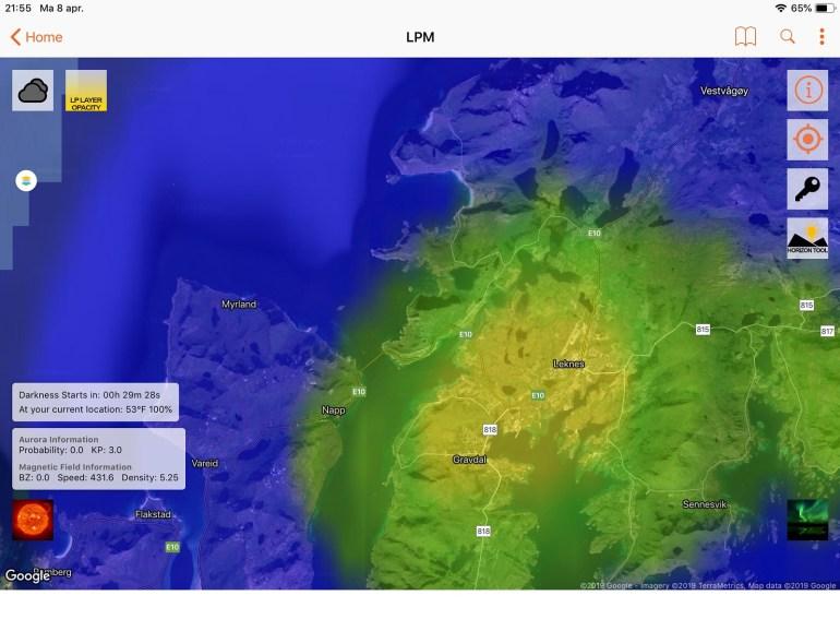 De App LPM geeft aardig weer hoe donker het op je locatie is. Mits er natuurlijk geen wolken hangen.