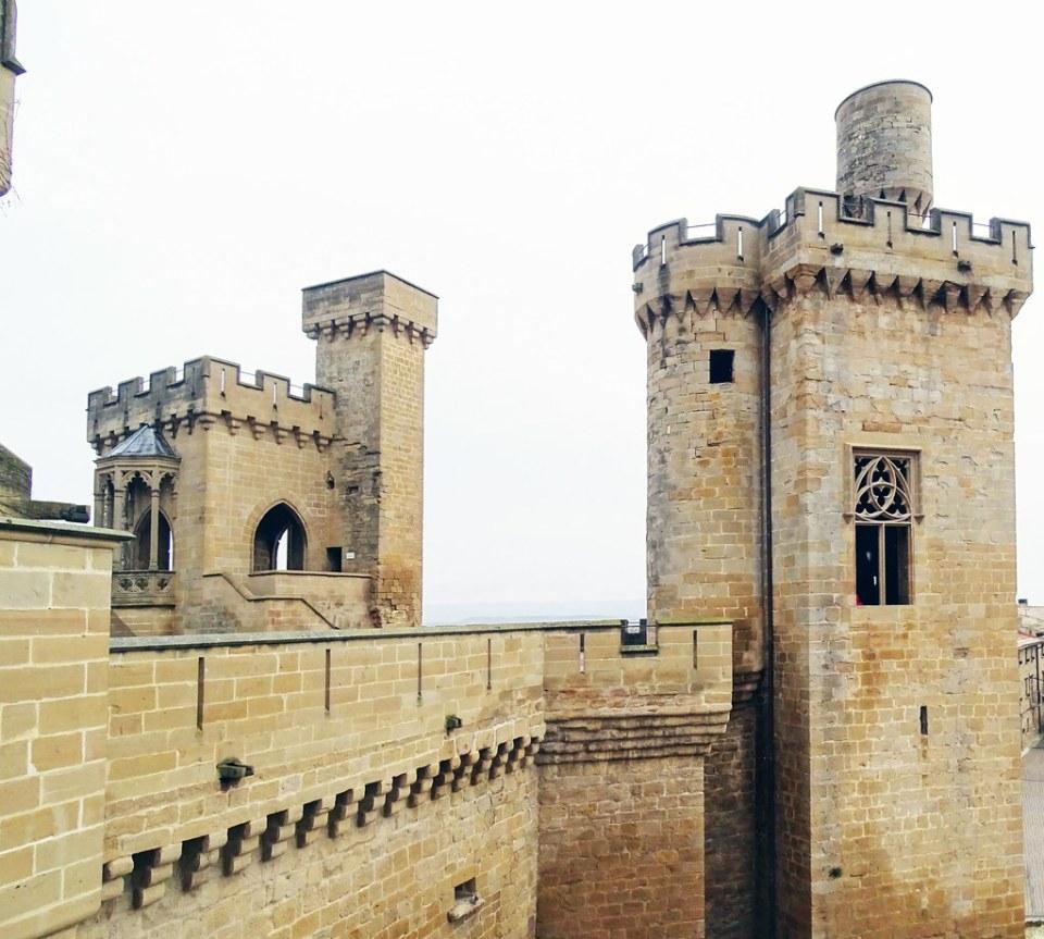Olite Torre de la Atalaya o de la Joyosa Guarda y Torre de los Cuatro Vientos o de las Tres Finestras Palacio Real o Castillo Navarra 23