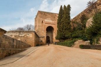De Puerta de la Justicia aan de zuidkant, tegenwoordig één van de uitgangen.