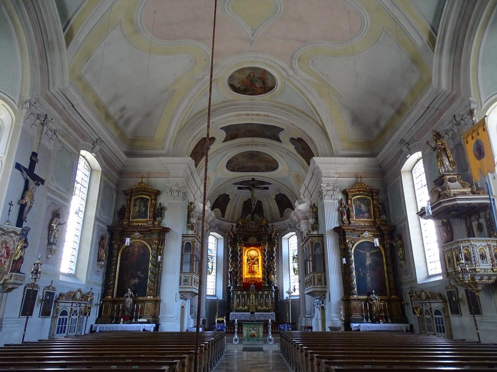 Lenggries nave central y Altar Mayor interior iglesia parroquial de Santiago el Viejo Baviera Alemania 04