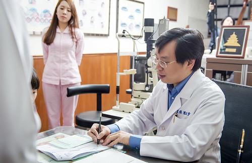 [高雄眼科推薦]高雄角膜塑形:陳征宇眼科諮詢心得分享 (6)   芳郁麻麻   Flickr