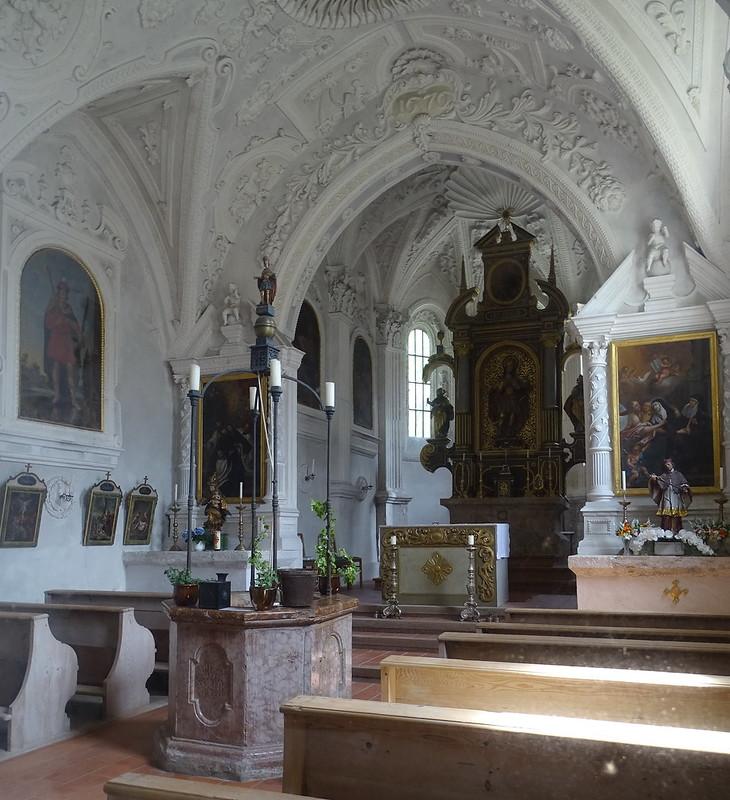 altar mayor interior Capilla de San Quirino en Tegernsee Baviera Alemania  07