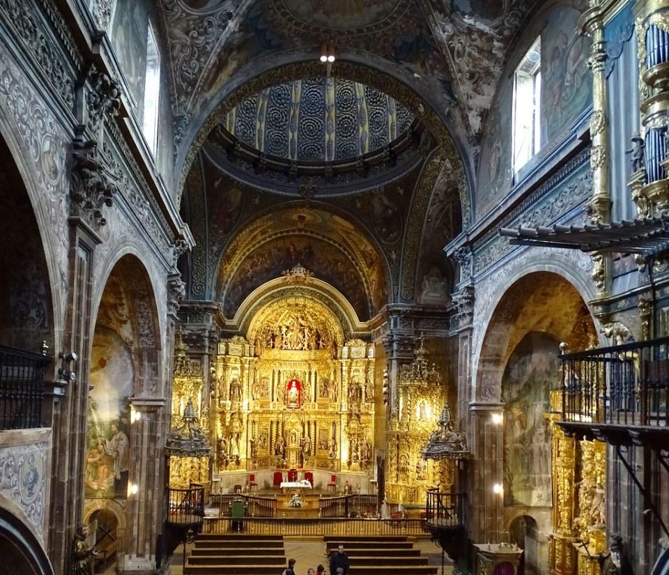 altar mayor nave central interior Iglesia de Santa Maria de villa de los Arcos Navarra 03