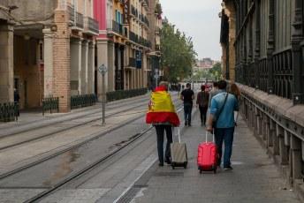 Het referendum leefde enorm in Spanje, overal mensen met vlaggen. Hier een tegenstander van de onafhankelijkheid van Catalonië.