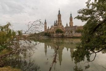 Het uitzicht op de kerk vanuit het Parque Macanaz.