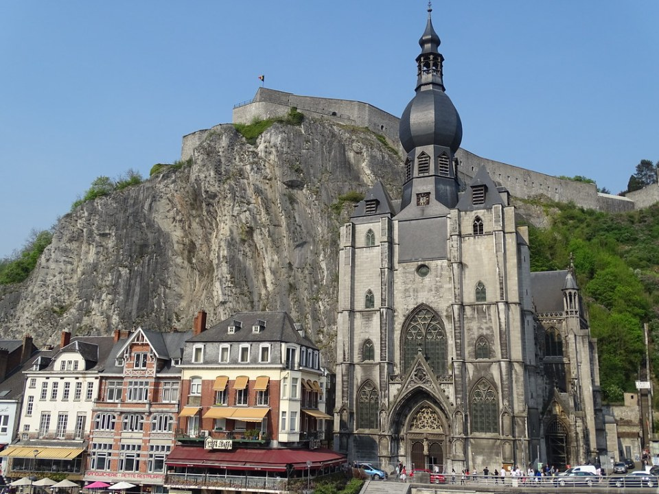 Ciudadela y exterior Colegiata de Notre Dame Dinant Belgica 02